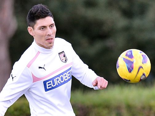 Alejandro Faurlin trains with Palermo