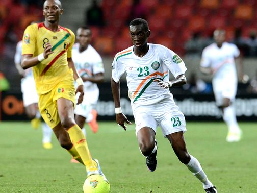 Kalilou Traore and Mohamed Soumaila chase the ball.