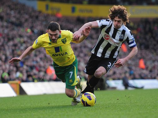 Snodgrass and Coloccini collide at Carrow Road