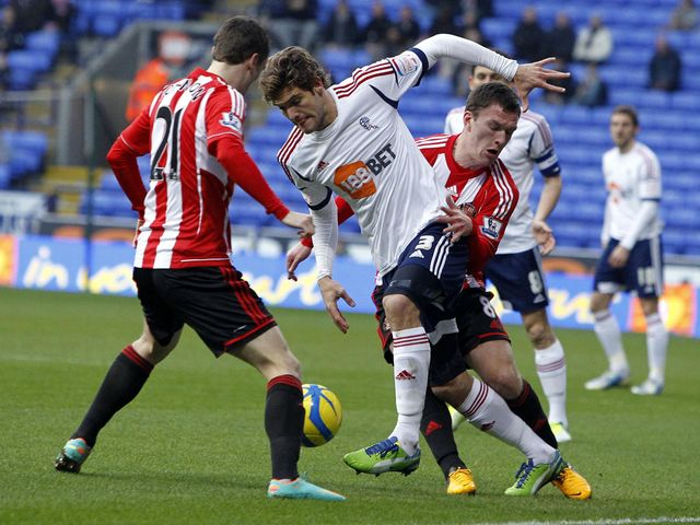 Marcos Alonso and Craig Gardner battle for the ball