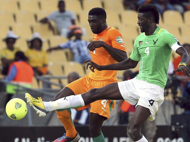 Emmanuel Adebayor and Kolo Toure battle for possession