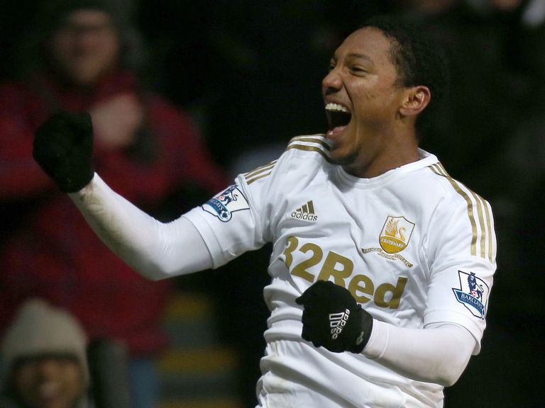 Jonathan de Guzman: Wants to stay at Swansea