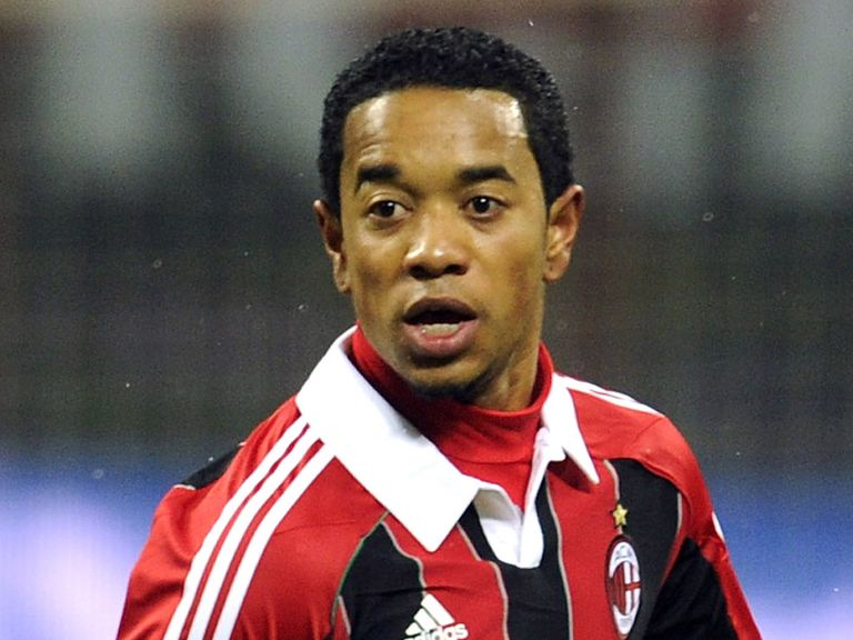 Urby Emanuelson: Fulham loan switch