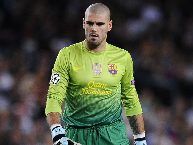 Victor Valdes: Confronted the referee