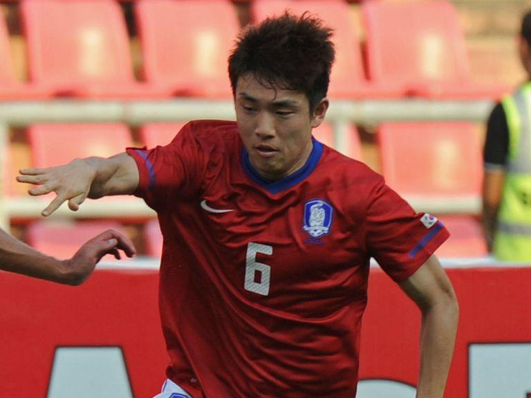 Yun Suk-young: Joins QPR