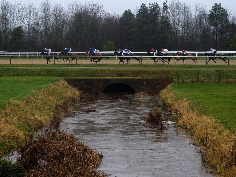 Lingfield: Today's meeting goes ahead