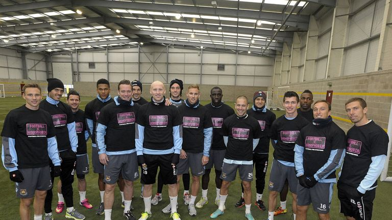 West Ham show their support for Football v Homophobia