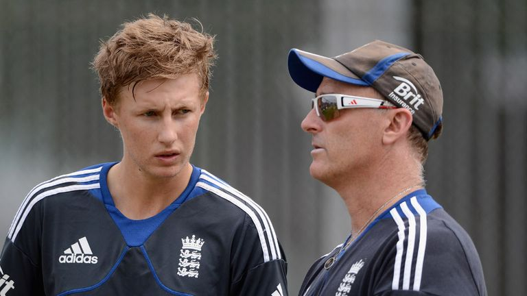 Joe Root deep in discussion with batting coach Graham Thorpe