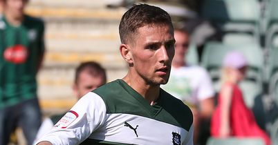 Hourihane commits to Plymouth