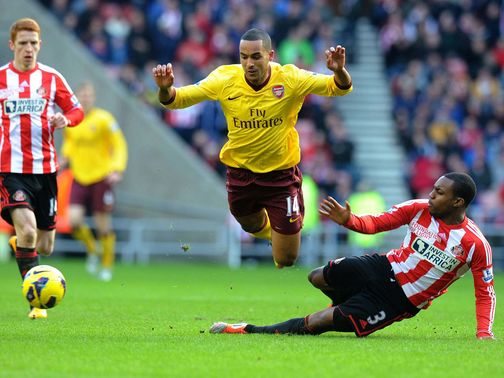 Theo Walcott is brought down by Sunderland&#39;s Danny Rose