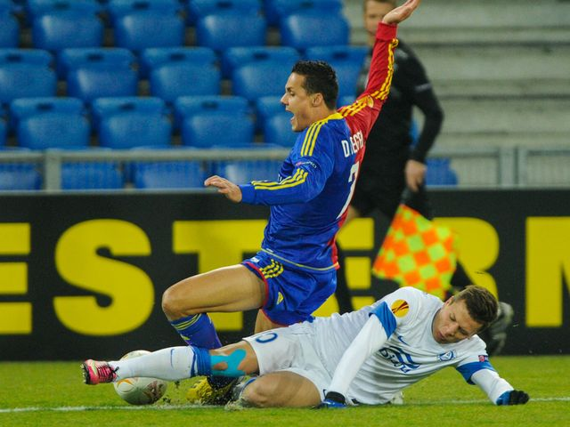 David Degen is tackled by Yevhen Konoplyanka
