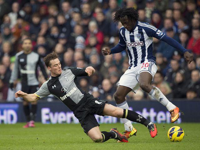 Scott Parker tackles Romelu Lukaku.