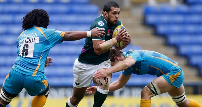 Chris Hala'ufia: Breaks through a pair of tacklers