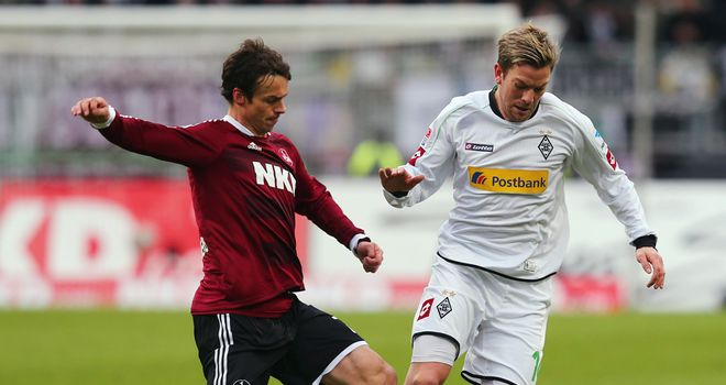 Thorben Marx and Markus Feulner tangle.