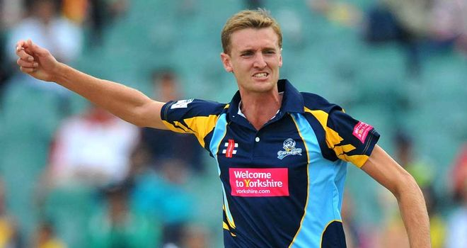 Oliver Hannon-Dalby: Paceman moving to Warwickshire from Yorkshire