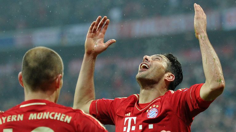 Claudio Pizarro: Celebrates his fourth against Hamburg