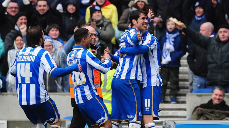 Leonardo Ulloa (2nd r): Wants a play-off place