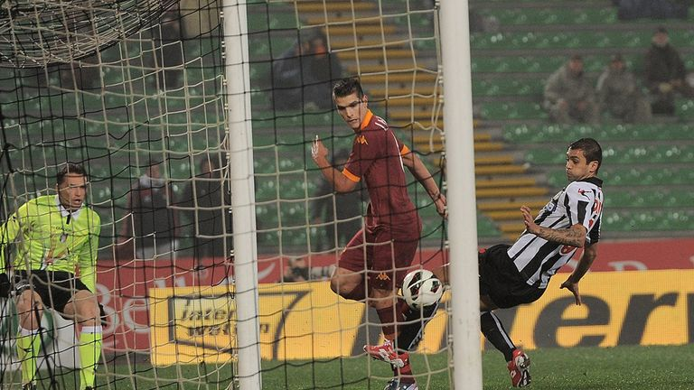 Erik Lamela scores for Roma.