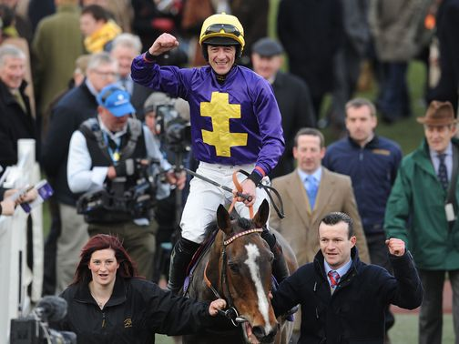 Davy Russell returns in triumph aboard Lord Windermere