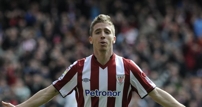 Iker Muniain celebrates his goal