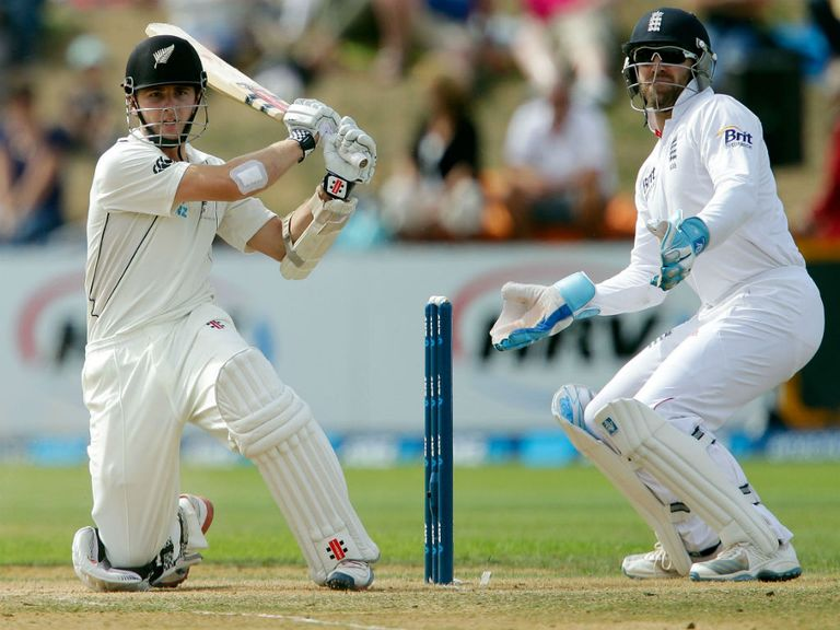 Kane Williamson (l): Set t olink up with Yorkshire