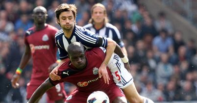 Claudio Yacob: Struggled against Moussa Sissoko in first half