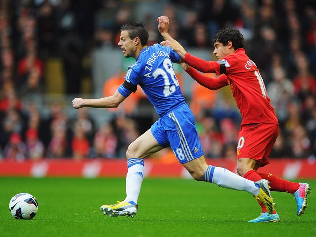 Cesar Azpilicueta gets away from Philippe Coutinho