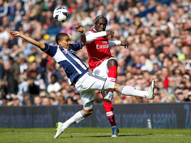 Jerome Thomas and Bacary Sagna battle for the ball