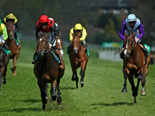 Trumpet Major gets the better of Highland Knight at Sandown