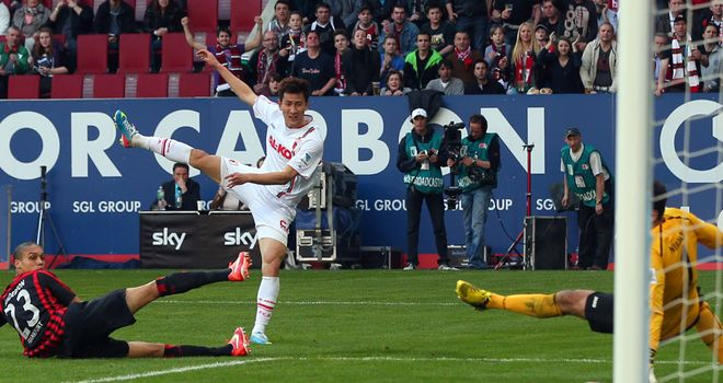 Ji Dong-Won finds the net for Augsburg