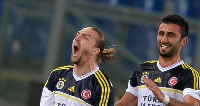 Caner Erkin celebrates Fenerbahce's crucial leveller