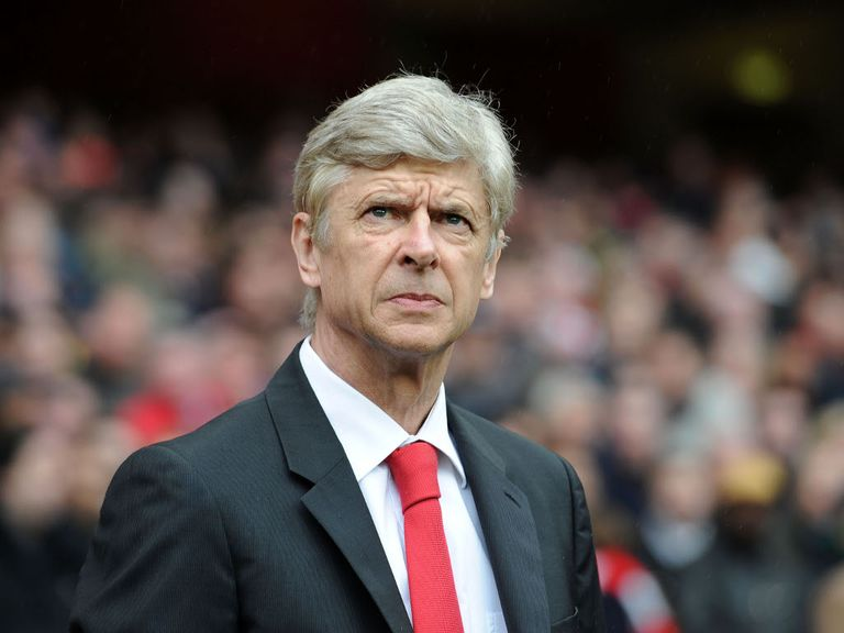 Arsene Wenger: Wants Robin van Perise to be shown respect