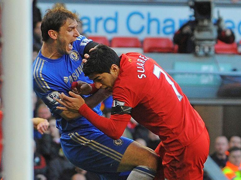 Luis Suarez: Bit Branislav Ivanovic at Anfield