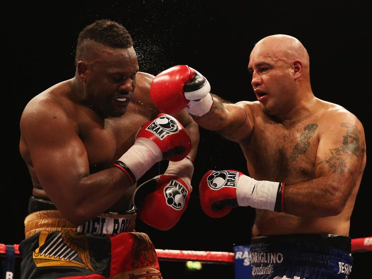 Dereck Chisora (l) was unable to shine against Avila