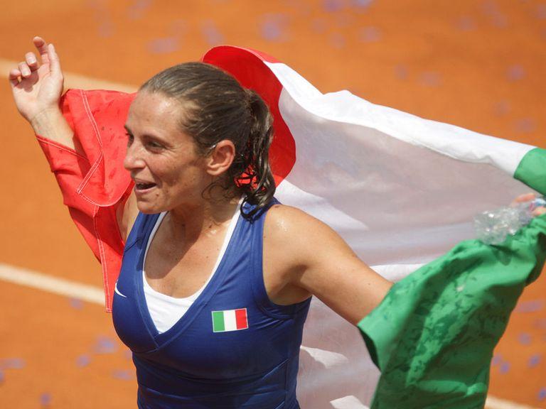 Roberta Vinci celebrates her victory over Safarova