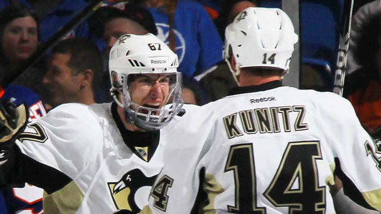 Chris Kunitz celebrates with Sidney Crosby