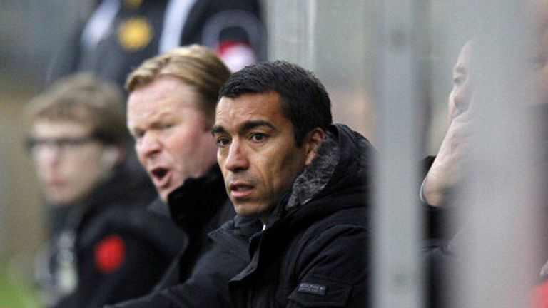 Giovanni van Bronckhorst (r): Will assist head coach Ronald Koeman (l)