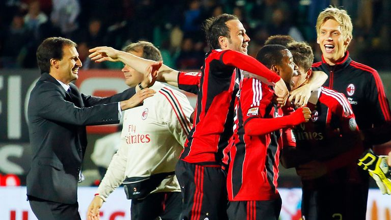 AC Milan: Coach Allegri celebrates with players