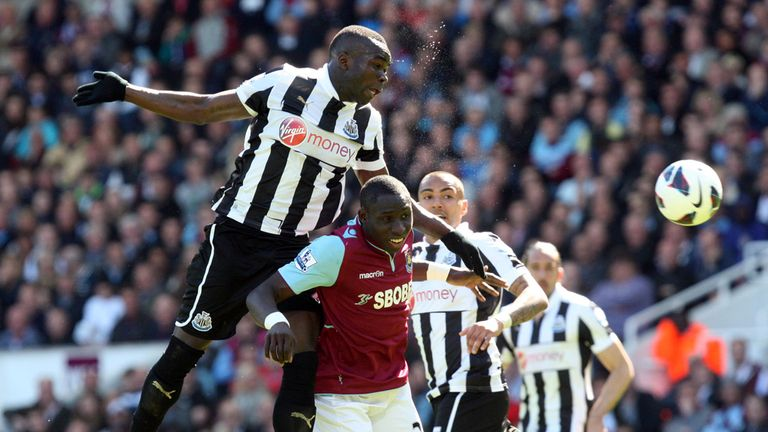 Cheick Tiote: Beats Mohamed Diame in the air