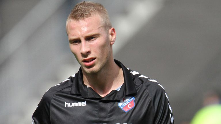 Mike van der Hoorn: Signed four-year contract at Ajax