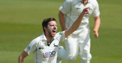 Notts seamers see off Surrey