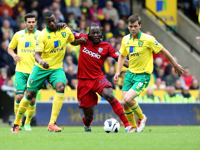 Bassong and Howson try to challenge Lukaku