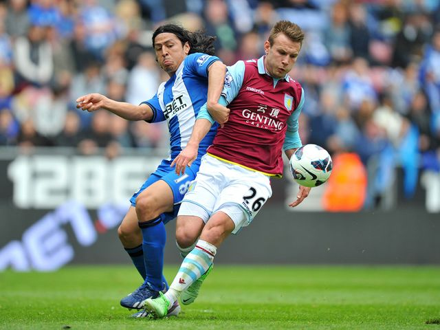 Andreas Weimann battles for the ball with Roger Espinoza