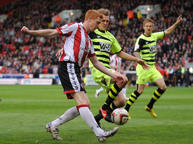 Dave Kitson gets a cross in.