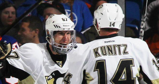 Chris Kunitz celebrates with Sidney Crosby