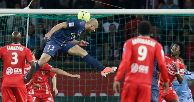 Alex heads home a late equaliser for PSG