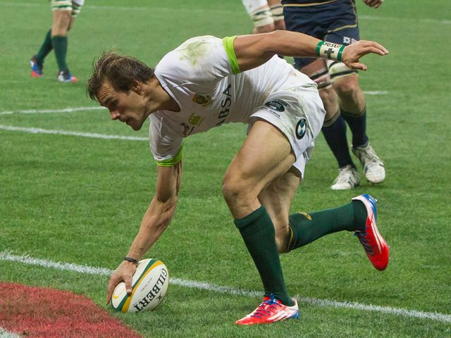 JJ Engelbrecht scores a South Africa try