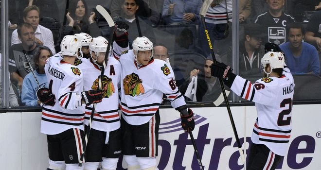 Chicago Blackhawks celebrate Marian Hossa's goal
