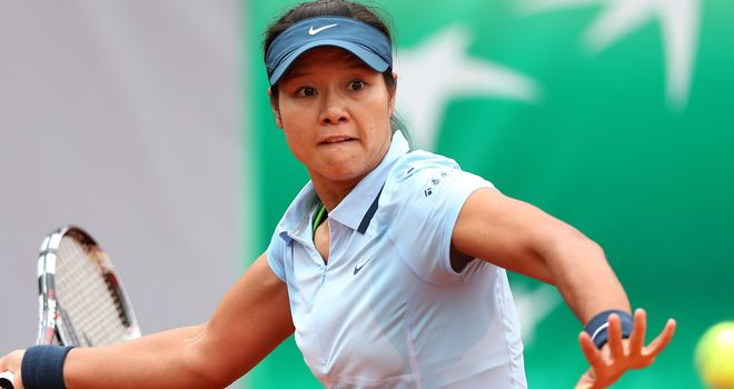 Li Na heads for the grass of the Sussex coast