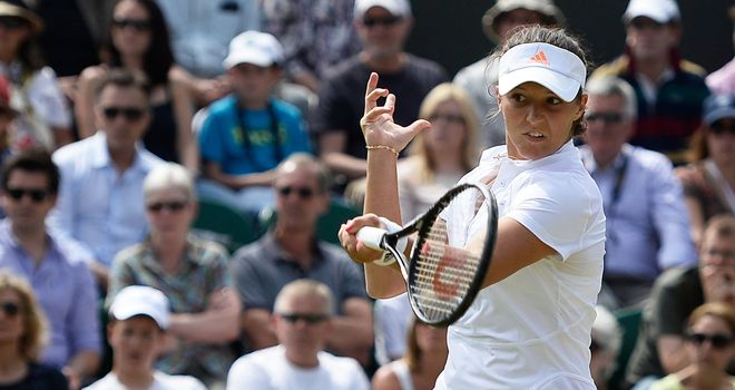 Laura Robson fended off Marina Erakovic to reach the last 16